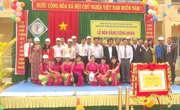 Cong nhan truong Dat chuan quoc gia_1_Th Mang canh